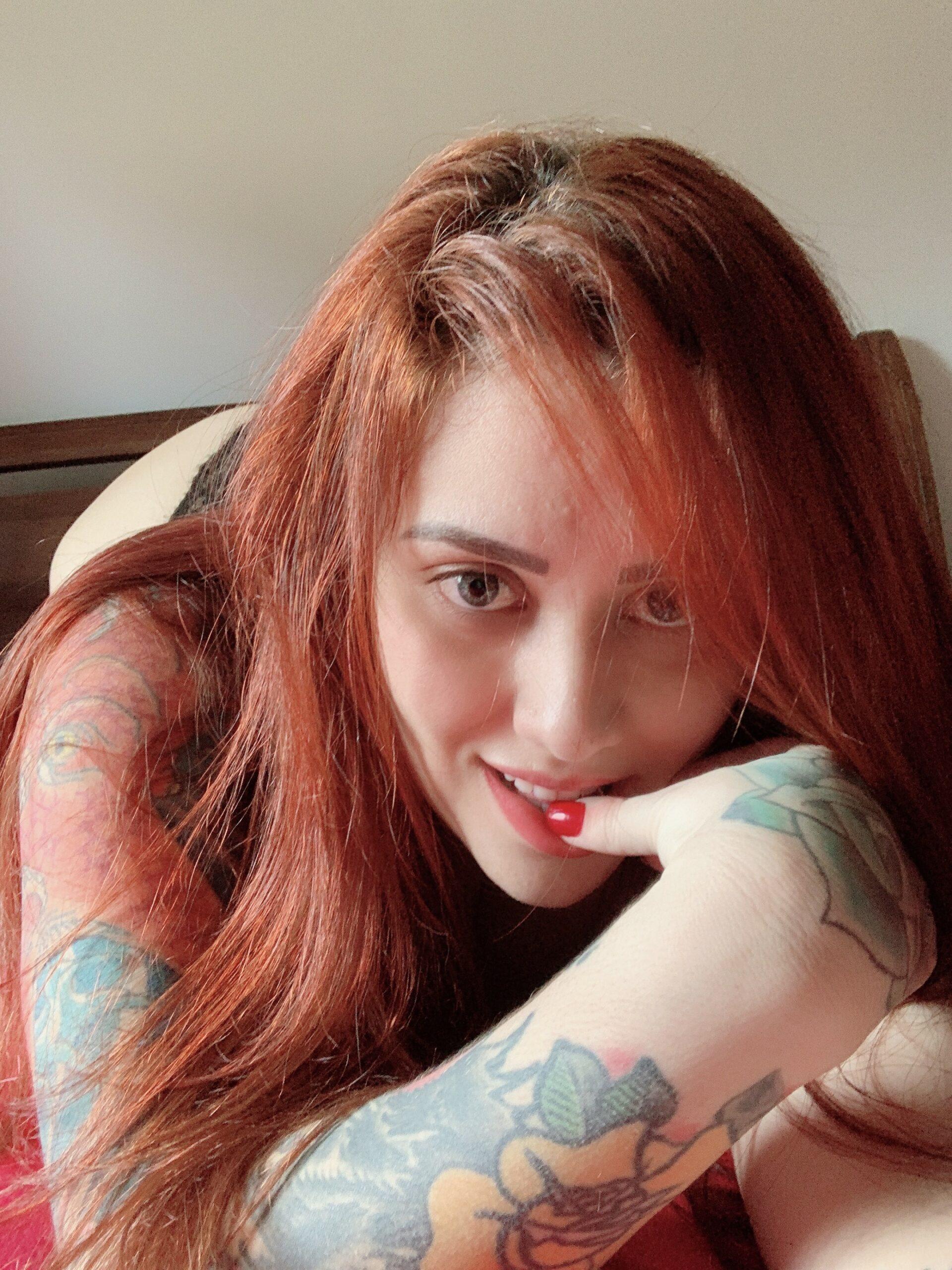 Abigail Nua - Bad Abigail Ruiva Pelada