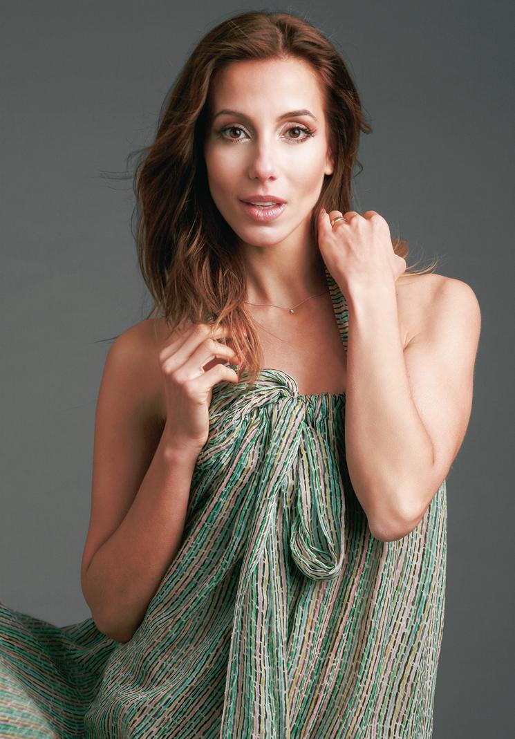 Tania Khalill nua