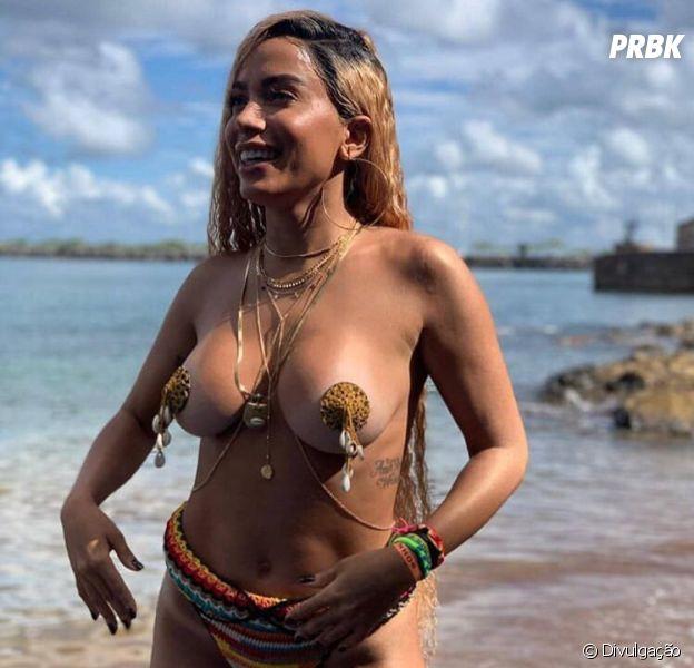Anitta Nua e Pelada