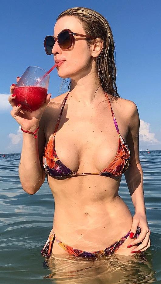 Fernanda Keulla Nua e Pelada