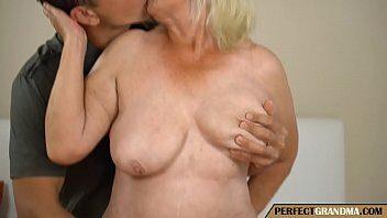 Comendo o cu da idosa - Video porno comendo o cu da idosa