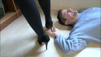 Trampling tube porno - Video de trampling tube